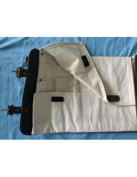 Poignée pour le transport,Extérieur en cuir, couture claire sur fond foncé. Laiton